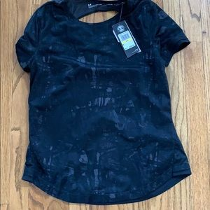 Woman Under Armour Shirt
